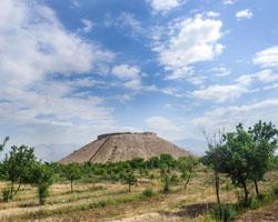 آشنایی با تپه ازبکی قدیمی ترین بنای خشت ساز بشر