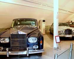 بازدید از نمایشگاه خودروهای تاریخی در سعدآباد